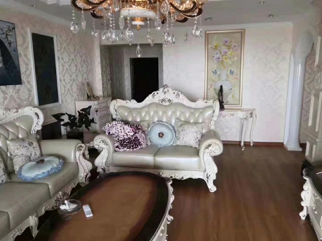 时代广场3室 2厅 2卫90万元