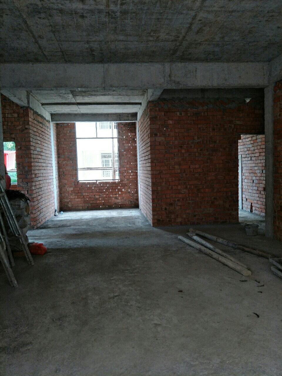 私人自建房4室 2厅 2卫51.8万元