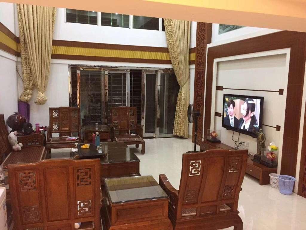 世纪豪庭5室 3厅 4卫188万元
