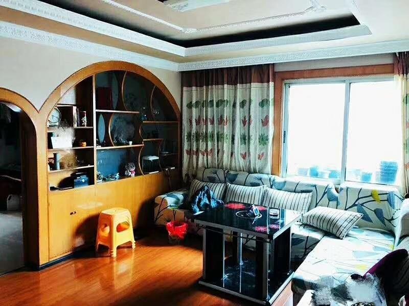 南江广场附近3室 2厅 1卫48.8万元
