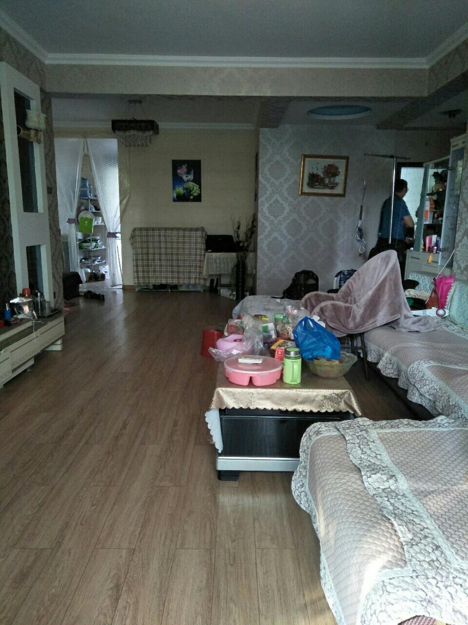 长江国际4室 2厅 2卫76万元