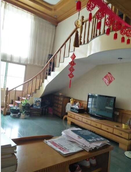 龙湖商城5室 2厅 2卫152万元