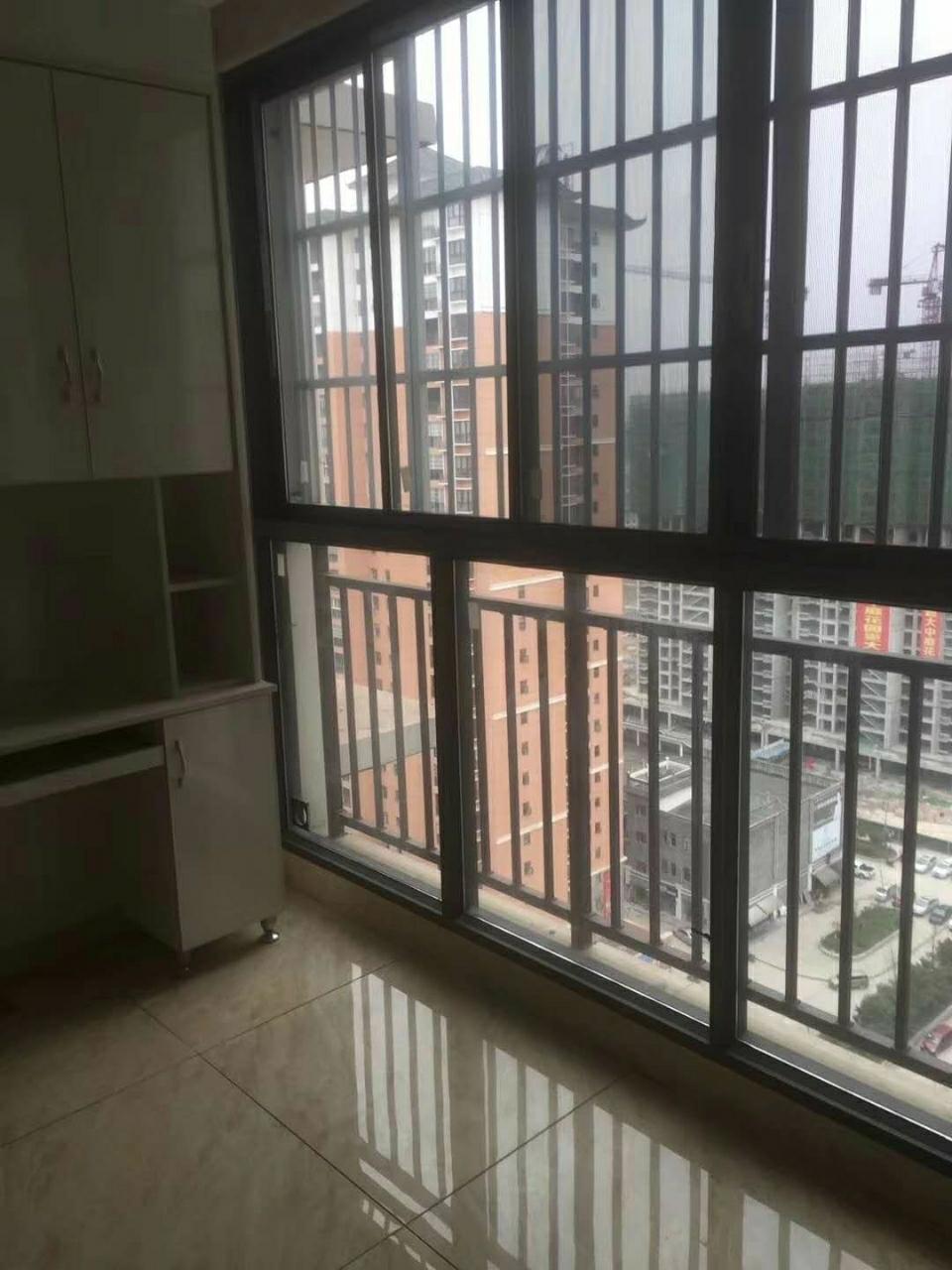 华龙城3室 2厅 2卫40万元