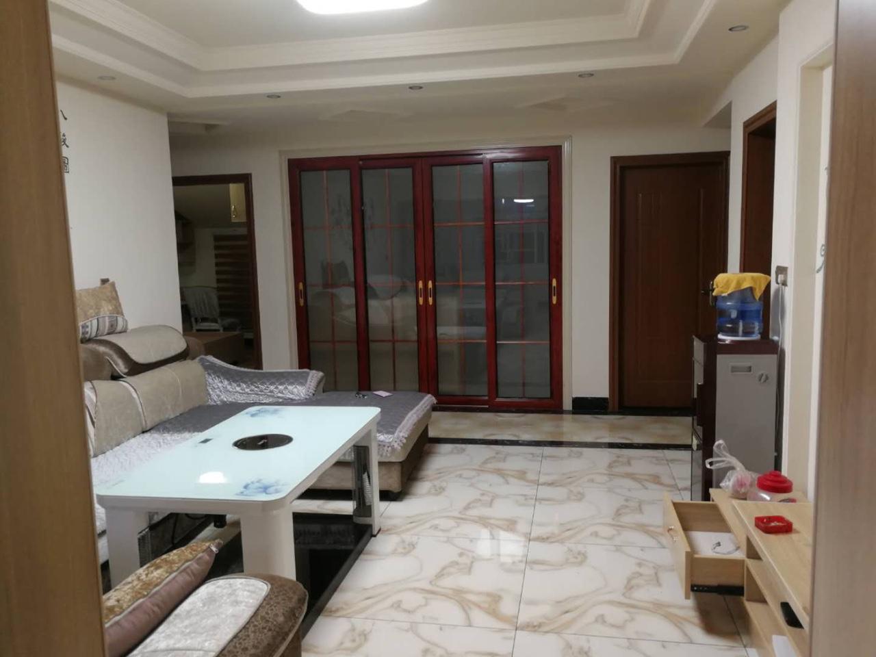 温泉小区安置房5室 1厅 3卫28.8万元