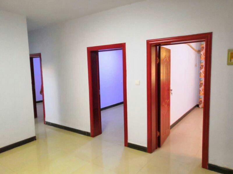 老六中家属楼3室 1厅 1卫23万元