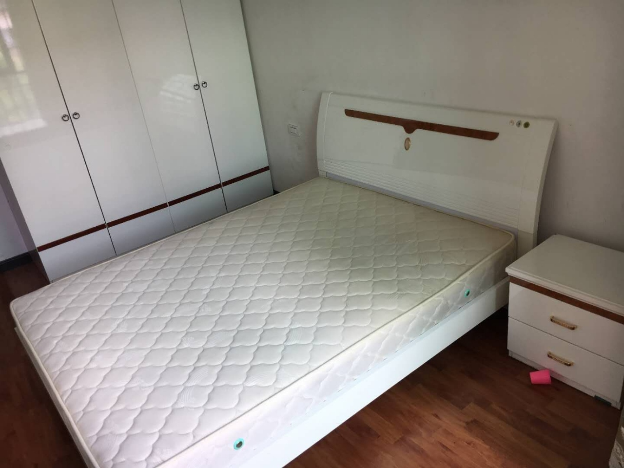 鸿福家园3室 2厅 1卫56.8万元