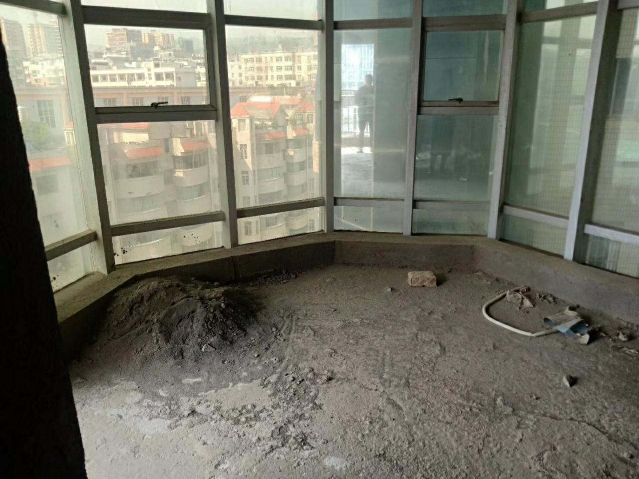 时代广场稀缺房源!毛坯房9楼中间楼层。