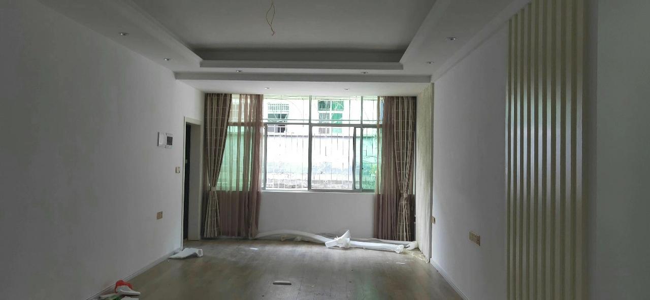 实验小学4室 2厅 2卫84.8万元