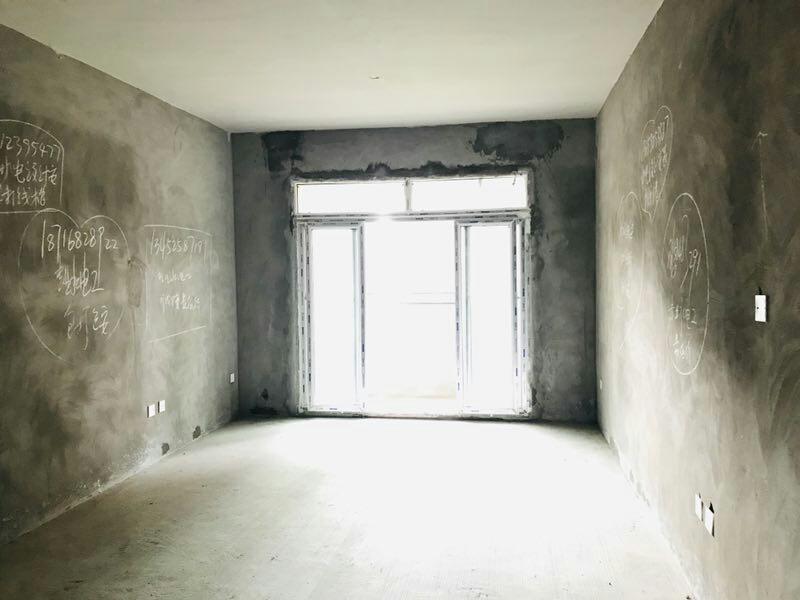 世纪花城4室 2厅 2卫58万元