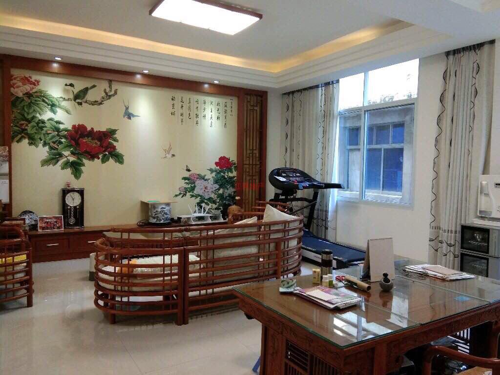 精装修复式」龙都购物中心5室 2厅 2卫85万元
