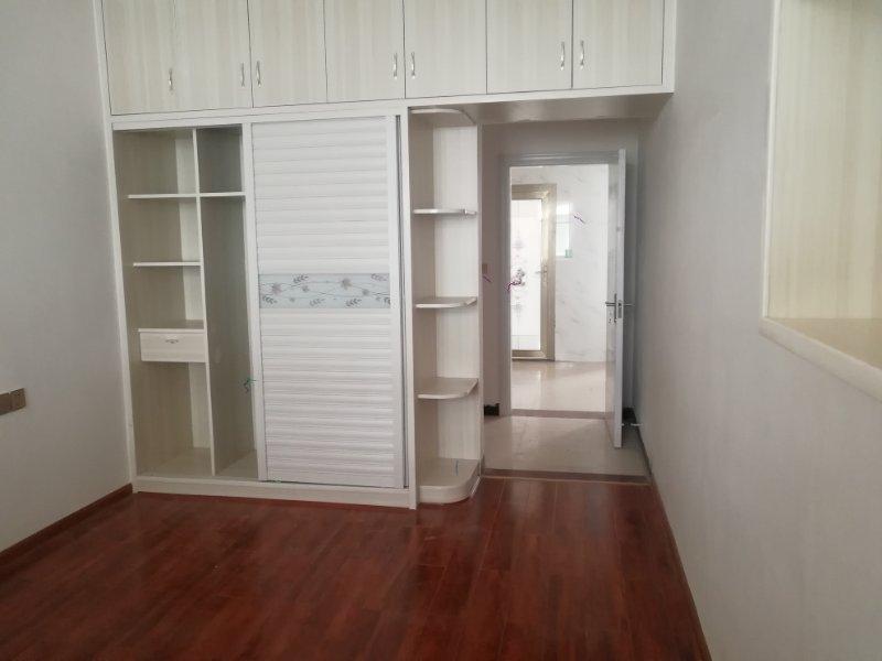 三中附近 新装修未入住 5室 2厅 2卫98万元