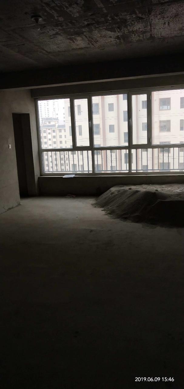 锦绣阳光135平11楼