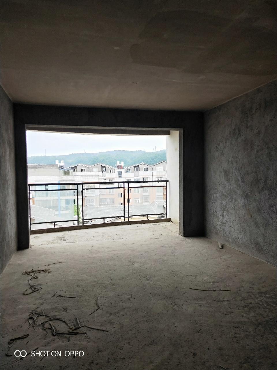 龙腾小区电梯房毛坯稀缺房源户型端正采光通风好!