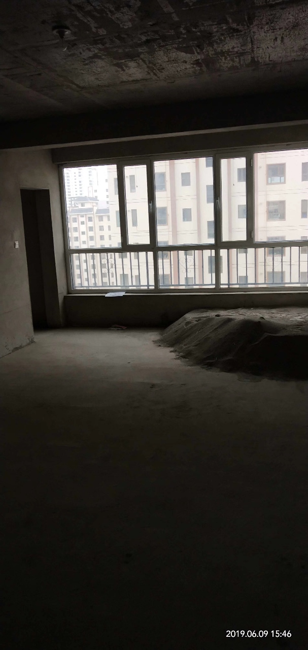 居雅苑109平9楼毛坯