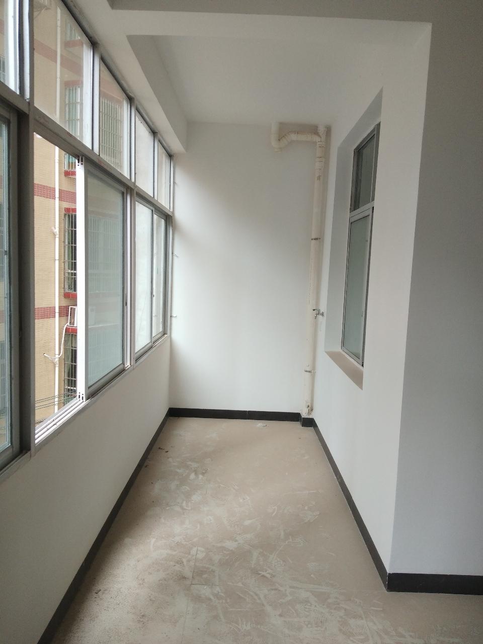 阳光水岸附近电梯安置房3室 2厅 2卫46.2万元