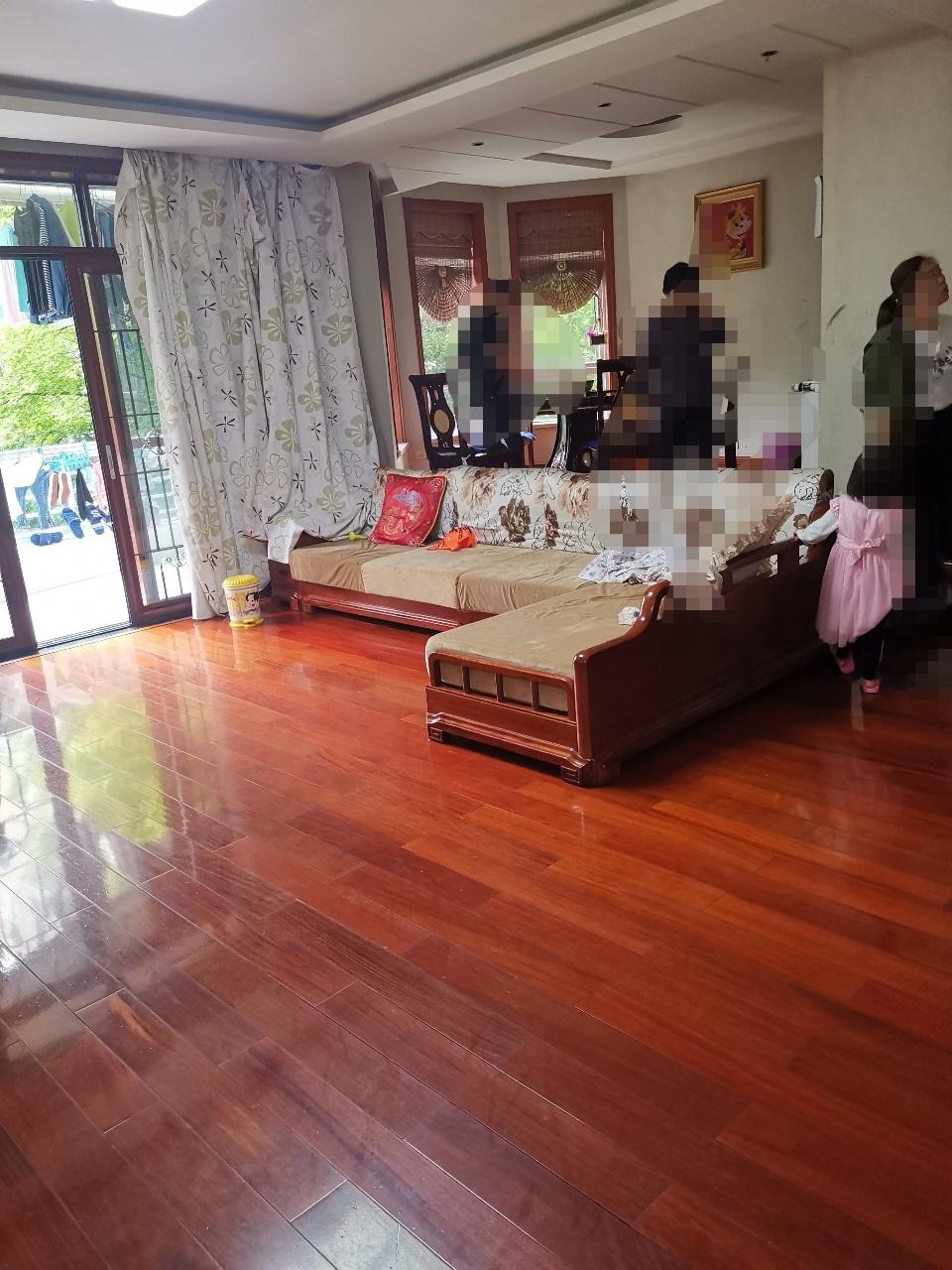 新天地小区4室 2厅 2卫138万元