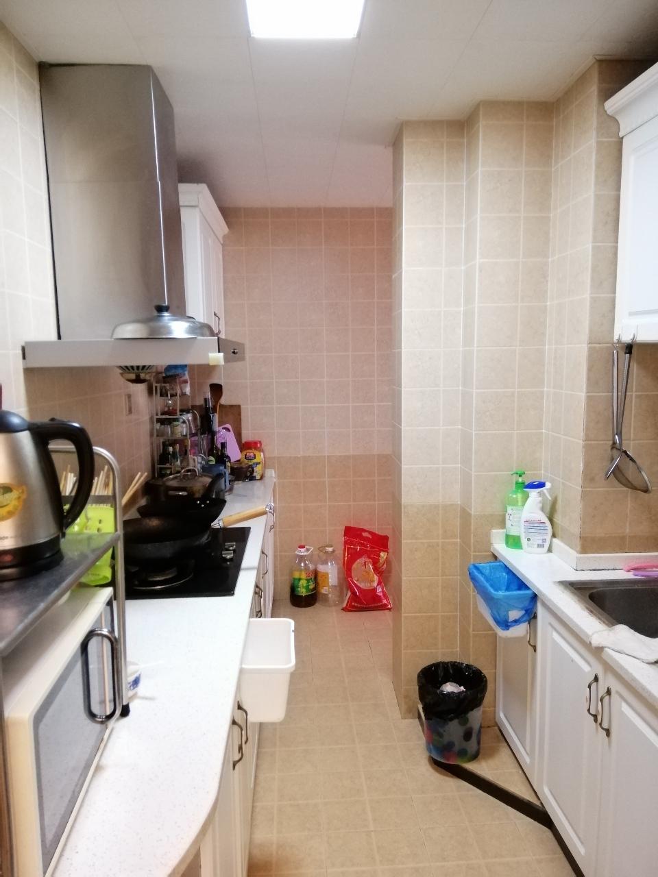 江畔人家精装修3室 2厅 1卫66.8万元关门卖