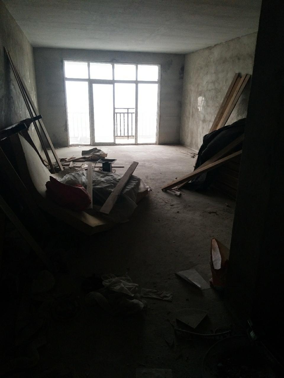 九龙嘉园3室 2厅 2卫53.8万元