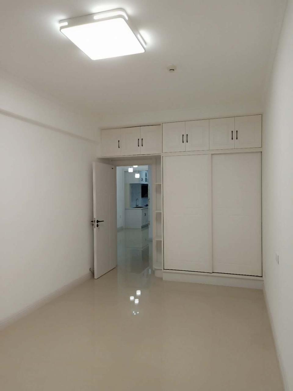 出售龍泰豪府18樓,103平,新裝修,50萬