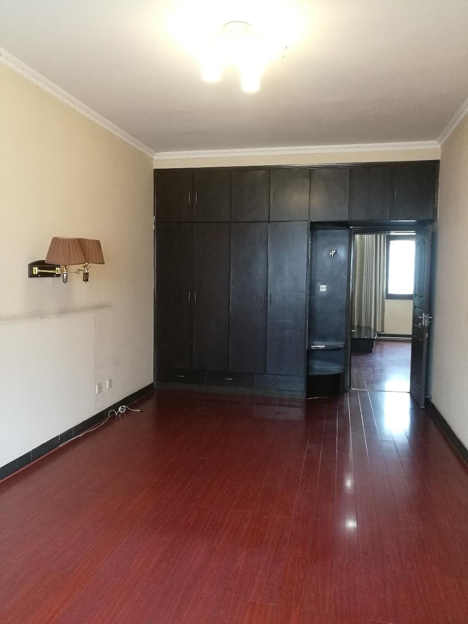 炎黄小区3室 2厅 1卫75万元