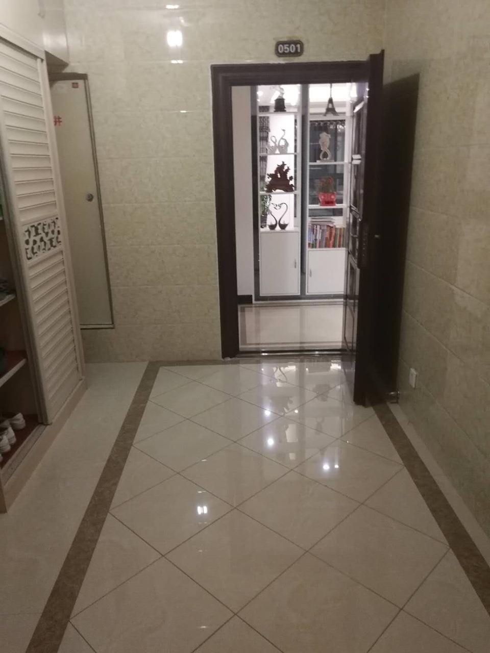 天下城3室 2厅 2卫82万元