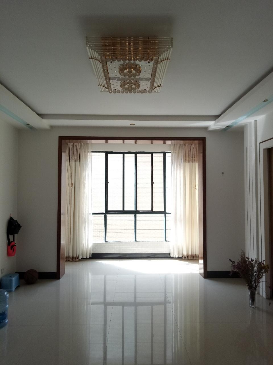 金泰华苑3室 2厅 2卫40.6万元