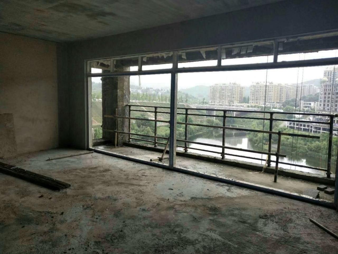 香岸美域3室 2厅 2卫65.8万元