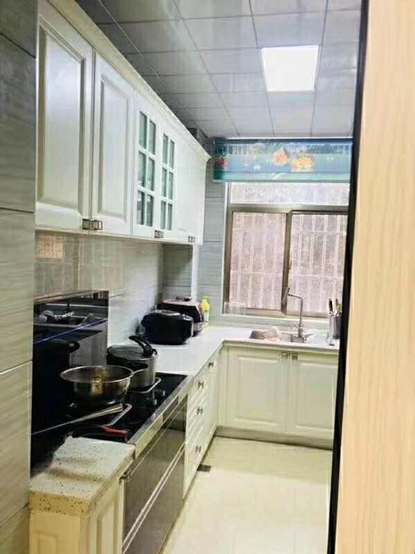 和谐小区4室 2厅精装修