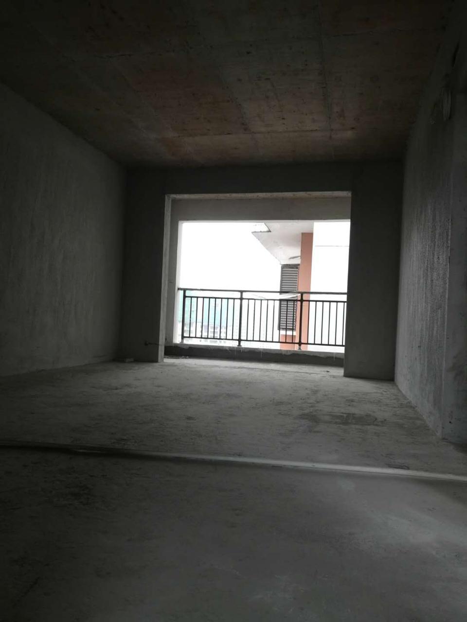 华龙城3室 2厅 2卫42万元