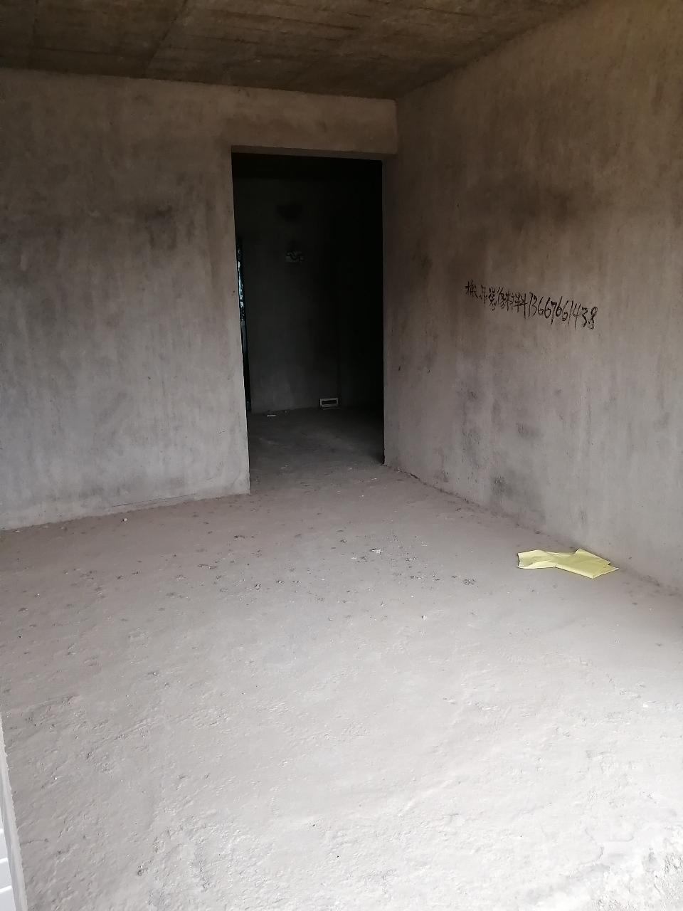 水印丹堤一线江景中间楼层2室 2厅 1卫52万元