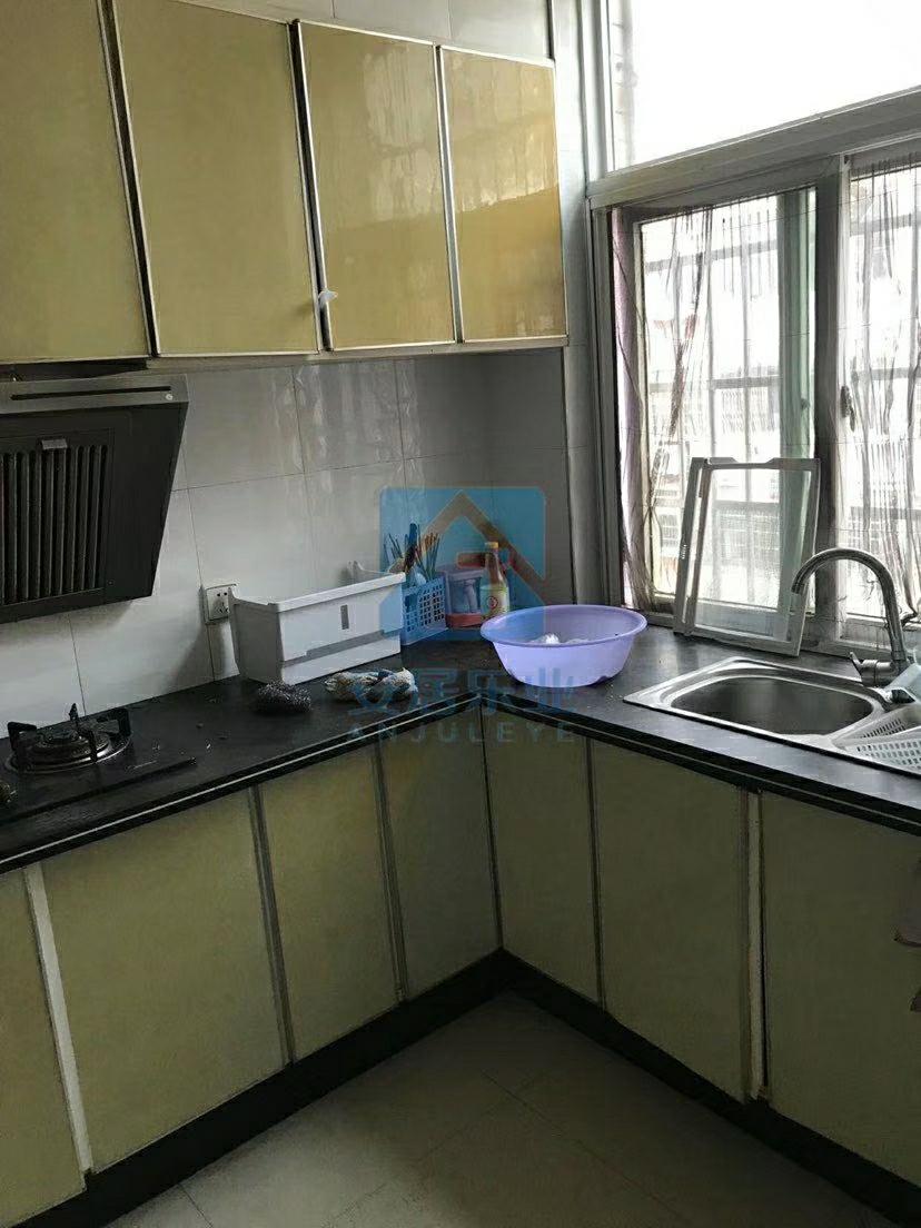 东湖锦绣城3室 2厅 2卫75万元
