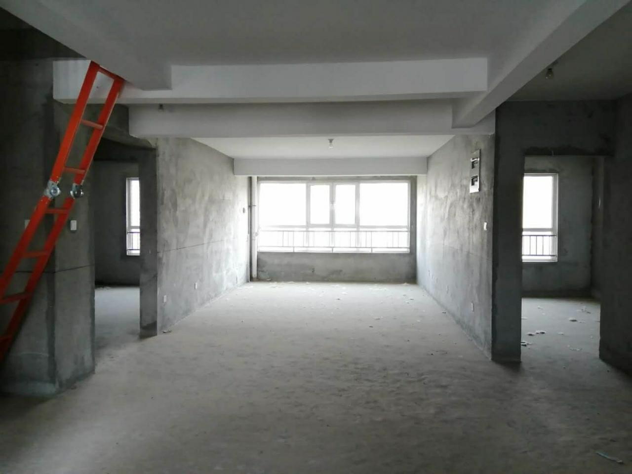 顶层复式!青州龙苑5室 2厅 2卫180万元
