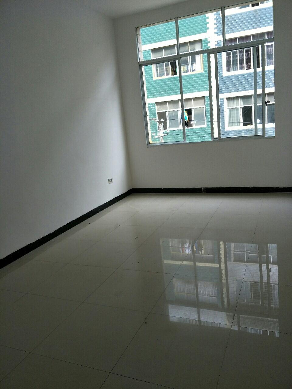 新村小区3室 2厅 2卫63万元