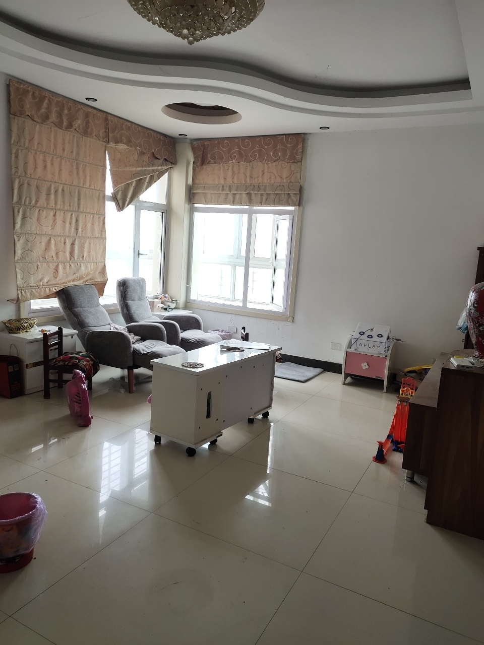 滨江一期楼梯房5楼3室2厅2卫精装69万元