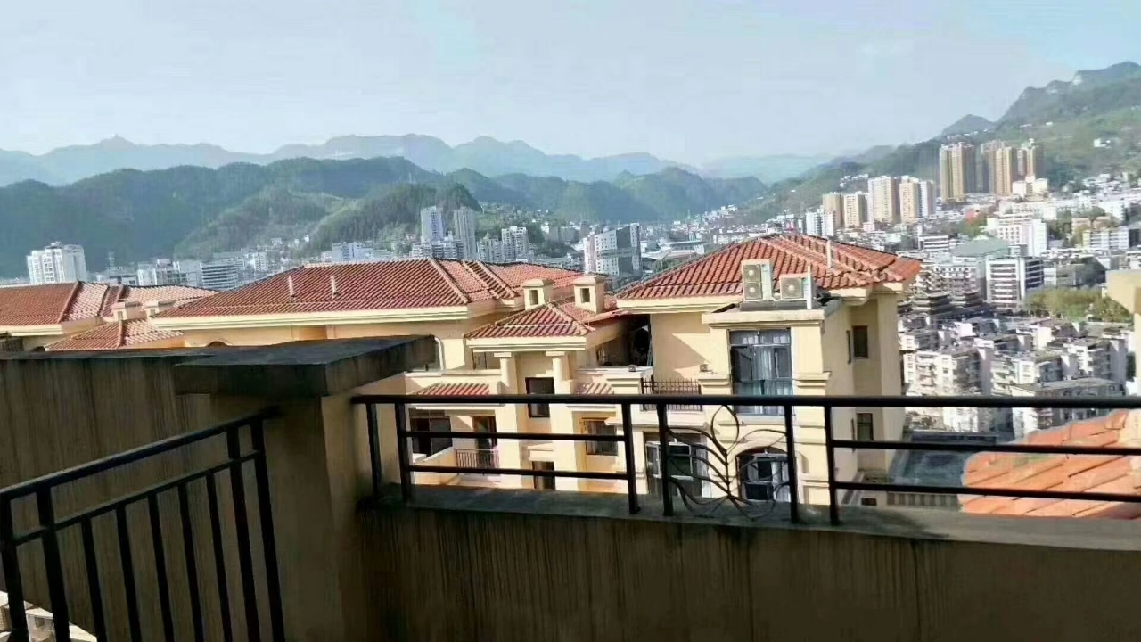 山台山4室 2厅 2卫74.8万元