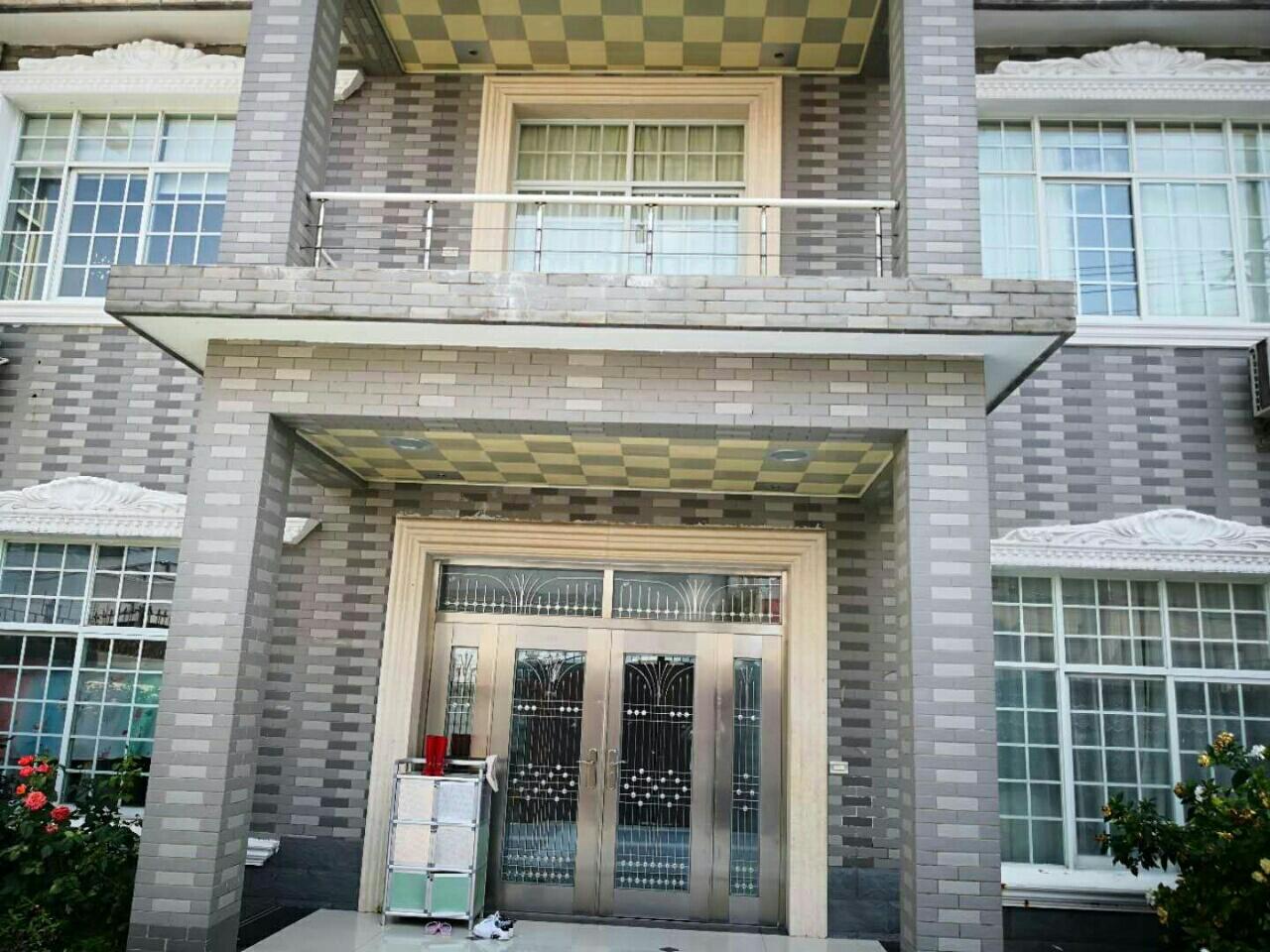 贵宾楼后面别墅出售4室 2厅 2卫88万元