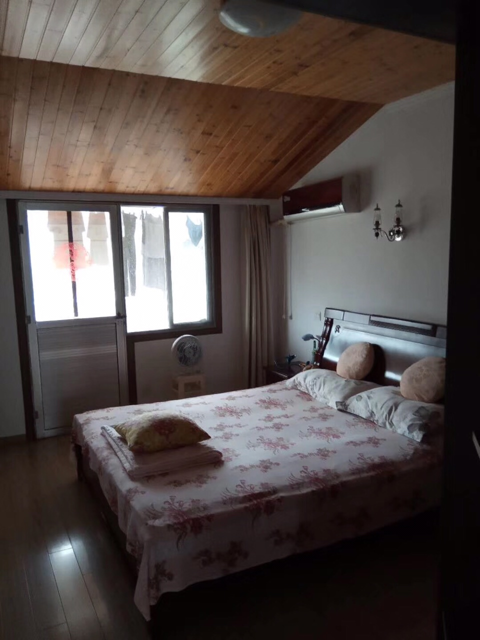 龙湖花苑4室 2厅 2卫76.8万元