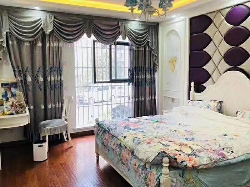 和谐小区4室 2厅 2卫65万元