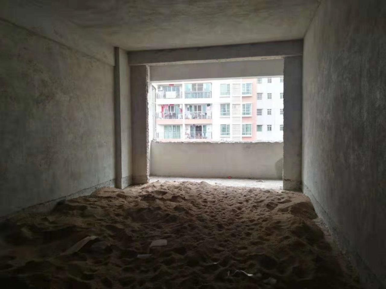 兴泰花园4室 2厅 2卫36.8万元