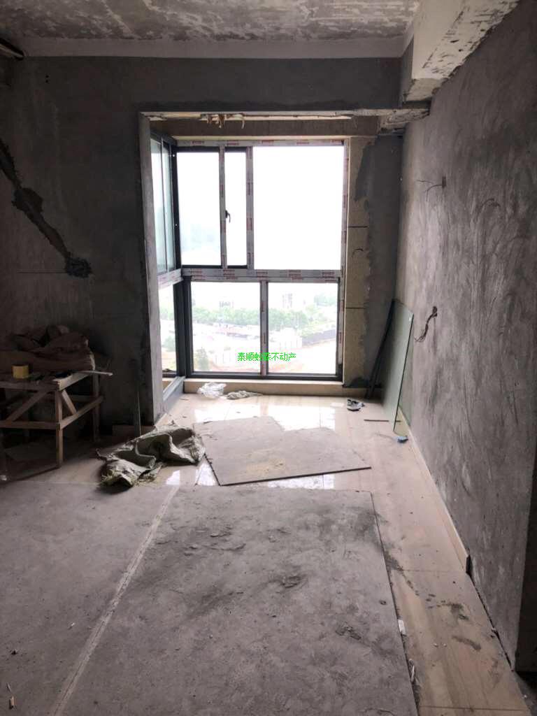 青草湾3室 2厅 2卫140万元