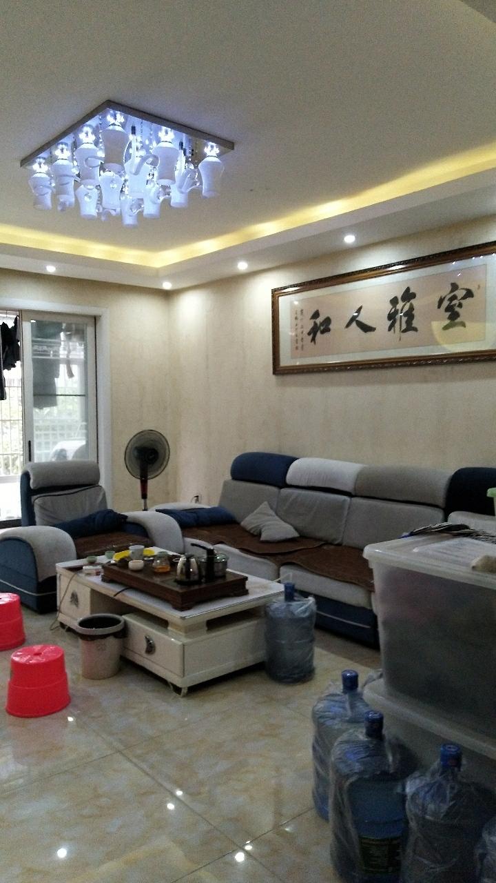 领秀江南3室 2厅 2卫86.8万元