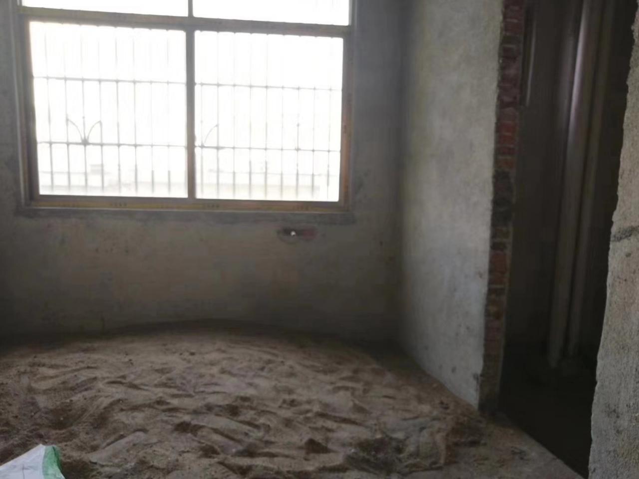 果园新村4室 2厅 2卫53万元