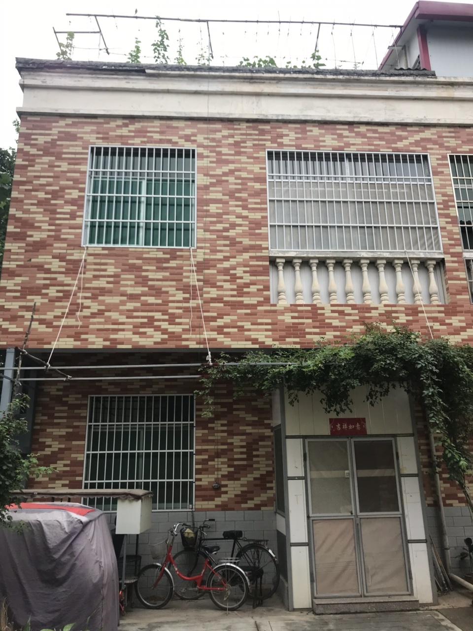 蓝梦园连栋别墅168平赠送70平米露台95万元