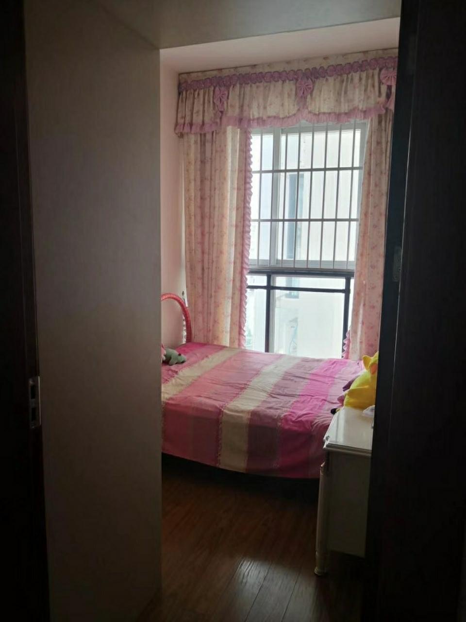 澎湖花园4室 2厅 2卫81.8万元