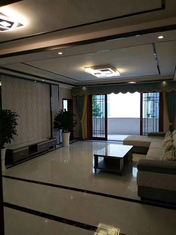 荔香林小区新装修4室 2厅 2卫68.8万元