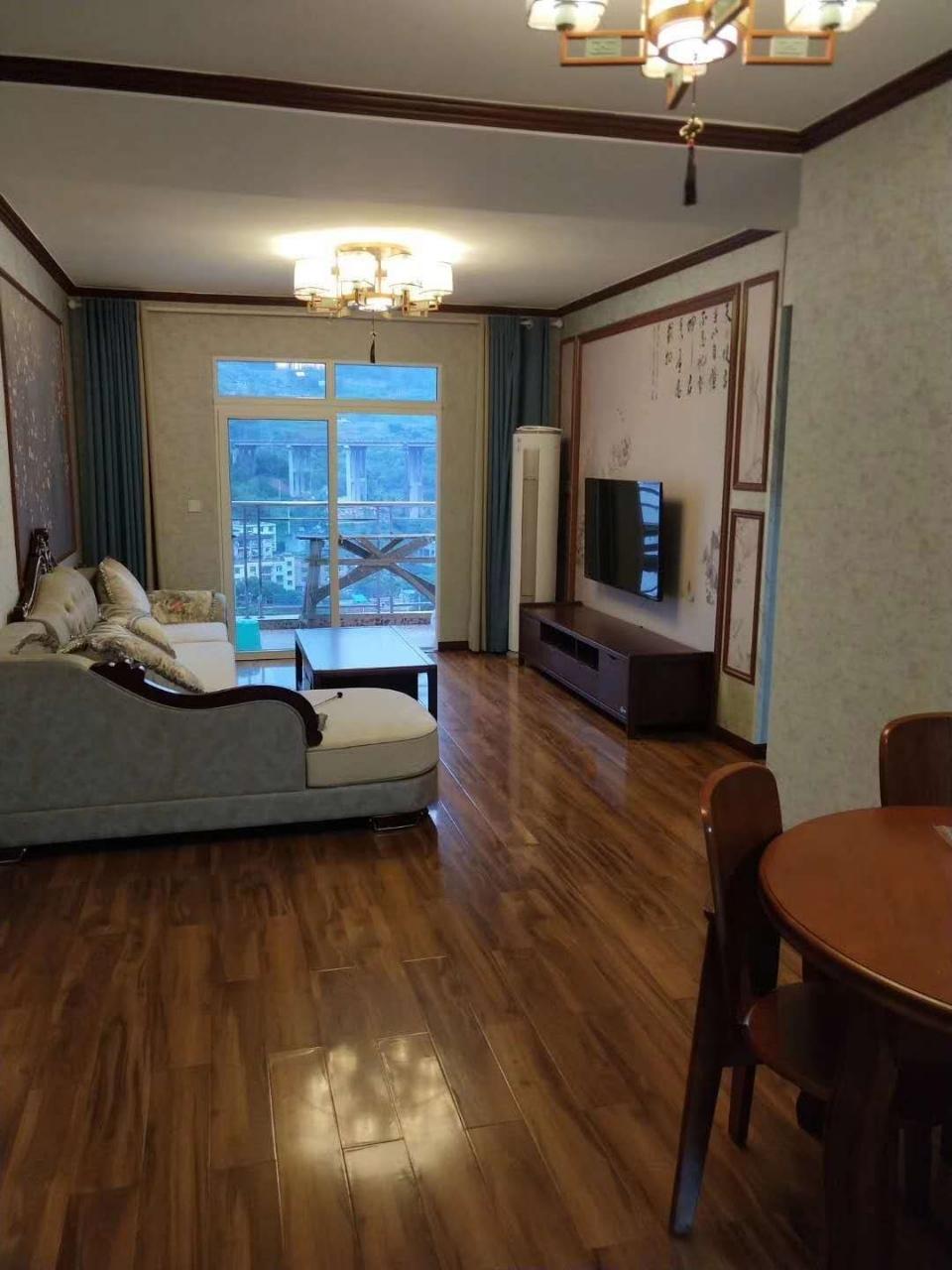 世纪五龙城3室 2厅 2卫80万元