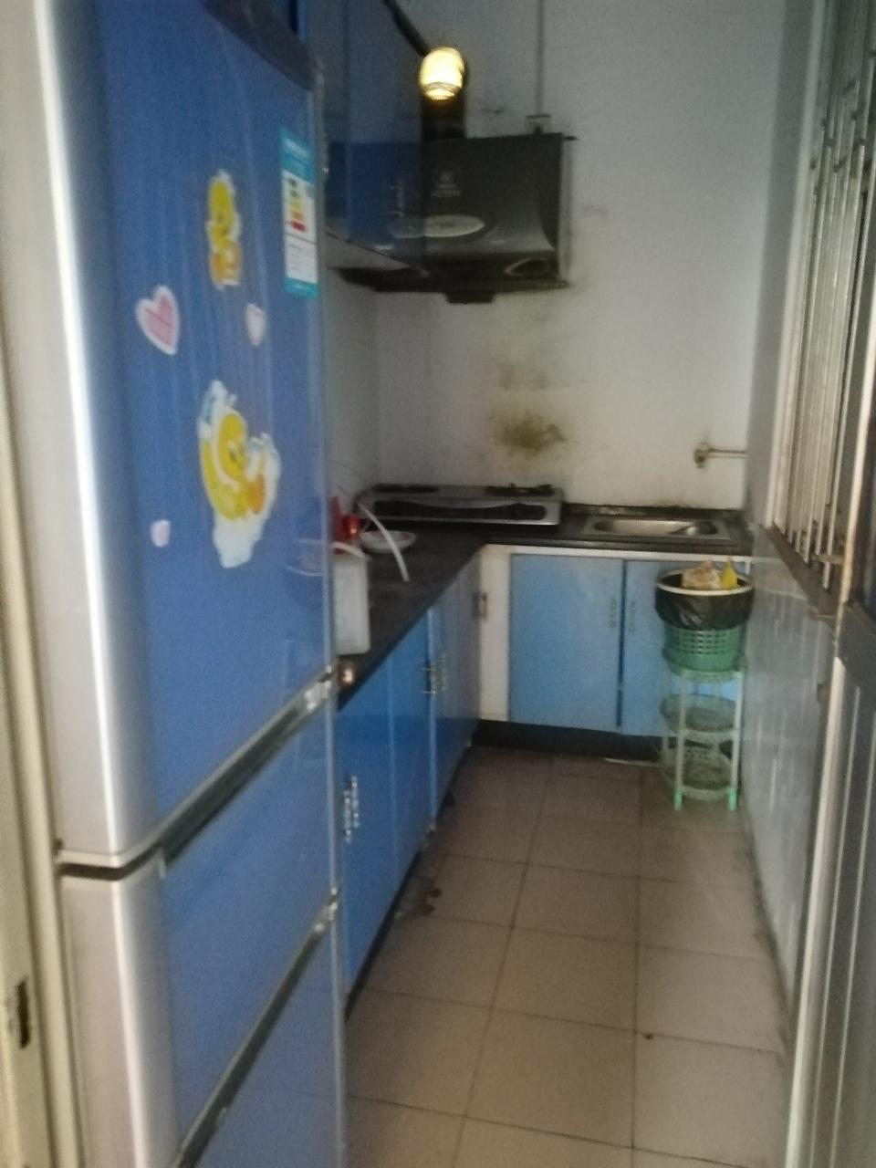 步行街南启慧幼儿园附近两室仅售18万