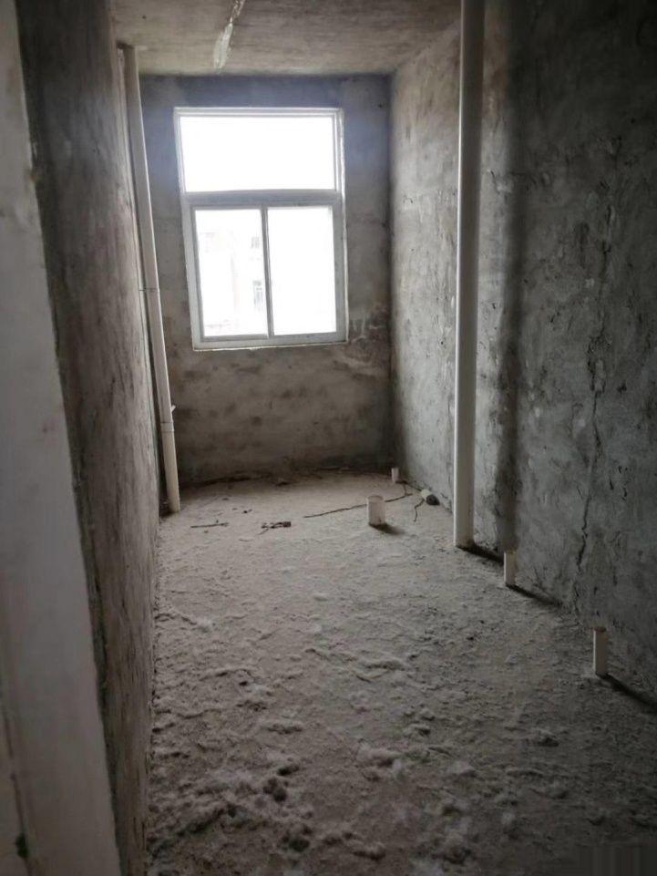 八中西側小區房3室 2廳 2衛40萬元
