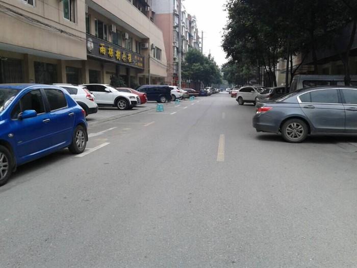 【广汉市长孞箱】洛阳路上茶楼长期用凳子占公