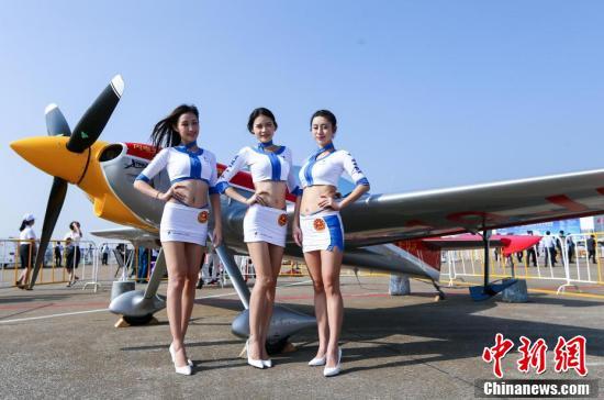 第十一届中国国际航空航天博览会开幕现亮丽风景线,飞机模特惊艳亮相